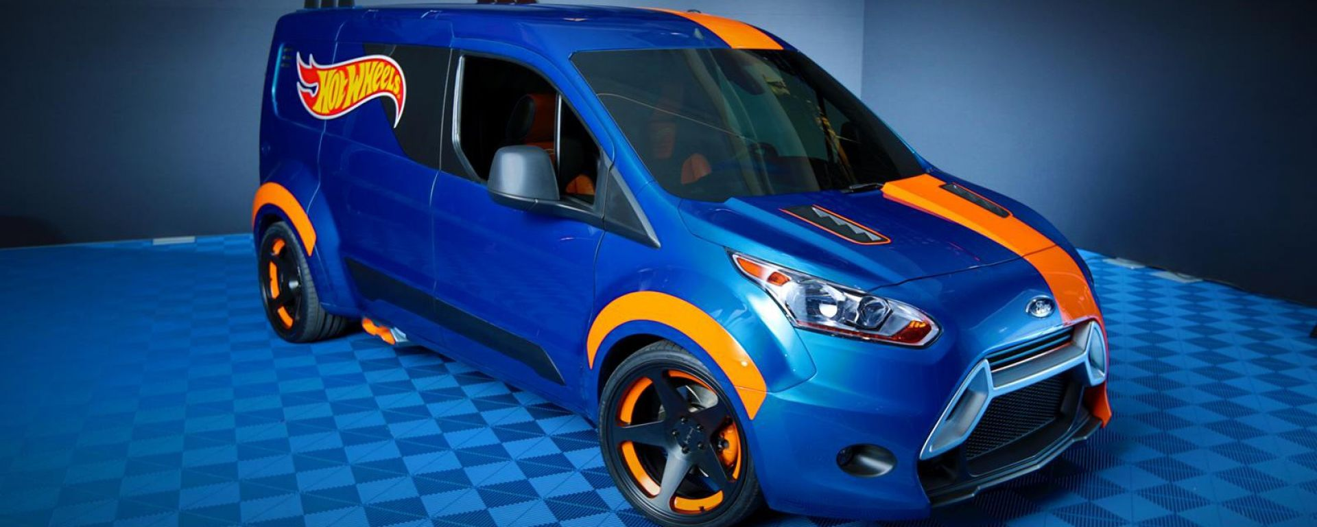FromTheUSA Ford Transit Connect Hot Wheels MotorBox