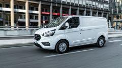Ford Transit Custom Plug-in Hybrid: bianco, in allestimento Titanium