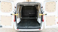 Ford Transit Custom Plug-in Hybrid: il portellone posteriore con le portiere aperte a 180°