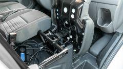 Ford Transit Custom Plug-in Hybrid, interni: il vano sotto al 3° sedile