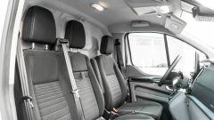 Ford Transit Custom Plug-in Hybrid, interni: nell'abitacolo 3 comodi sedili, 2 dei quali riscaldati