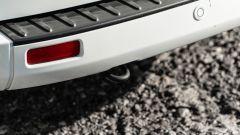 Ford Transit Custom Plug-in Hybrid: lo scalino al posteriore, che facilita la salita nel vano di carico