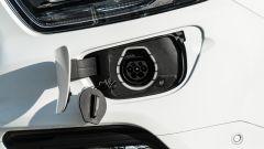 Ford Transit Custom Plug-in Hybrid: ricarica di 2 ore e 40 minuti da wallbox e 4 ore e 30 minuti dalla presa domestica