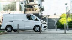 Ford Transit Custom Plug-in Hybrid: sul lato destro la porta scorrevole