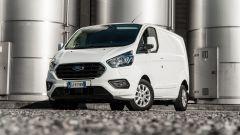 Ford Transit Custom Plug-in Hybrid: sulla Titanium gli specchietti sono ripiegabili e riscaldabili