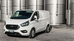 Ford Transit Custom Plug-in Hybrid: sulla Titanium i cerchi in lega sono da 16