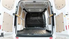 Ford Transit Custom Plug-in Hybrid, vano di carico: la vista dal portello posteriore