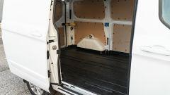 Ford Transit Custom Plug-in Hybrid, vano di carico: l'accesso dalla porta scorrevole