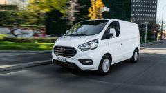 Ford Transit Custom plug-in hybrid: prova e consumi in video