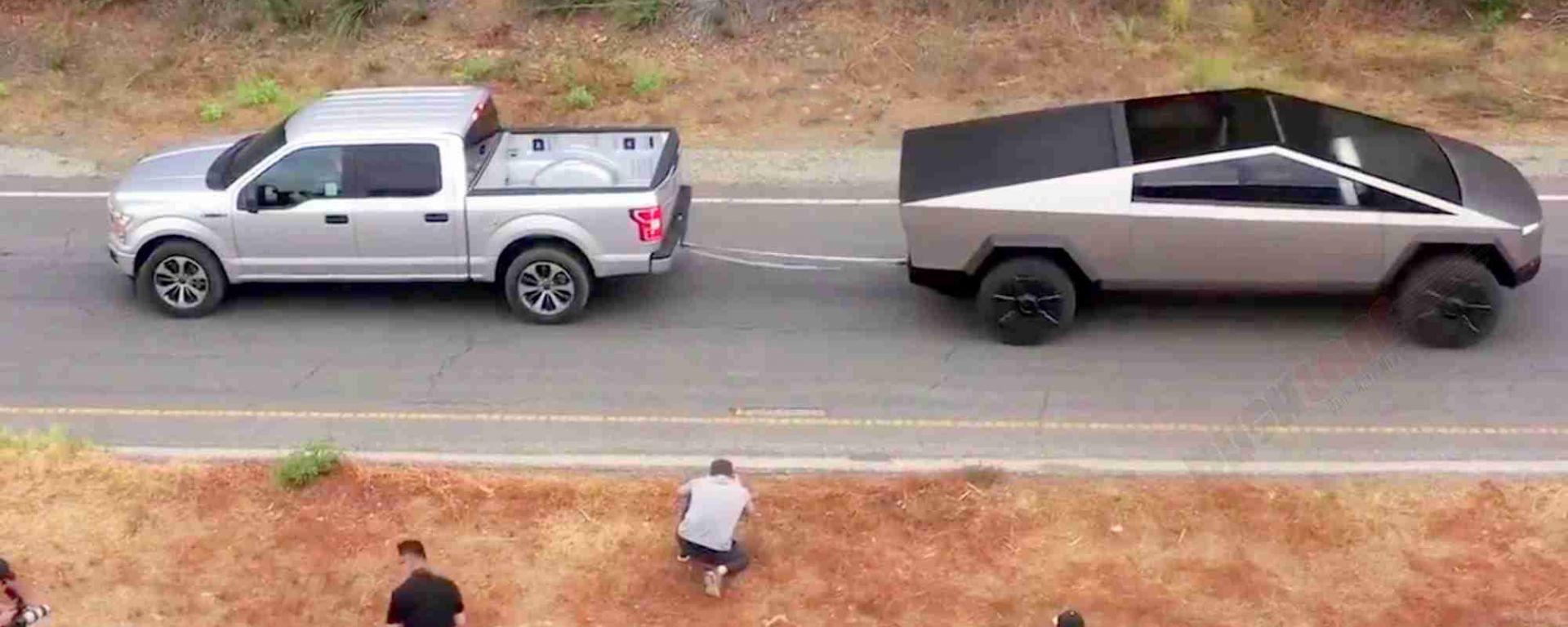 Ford vs. Tesla: il video della prova