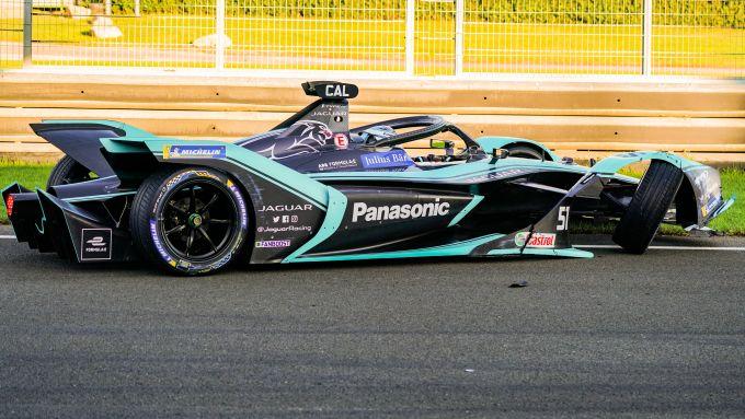 Formula E 2019-2020, test Valencia Day-1 mattina: la Jaguar di Calado dopo l'incidente in curva-1
