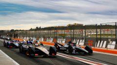 Formula E 2019-2020, test Valencia Day-3: le auto in fila in uscita dalla corsia dei box