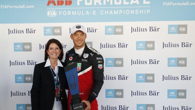 Formula E 2020, ePrix Città del Messico: André Lotterer (Porsche) riceve il premio per la pole