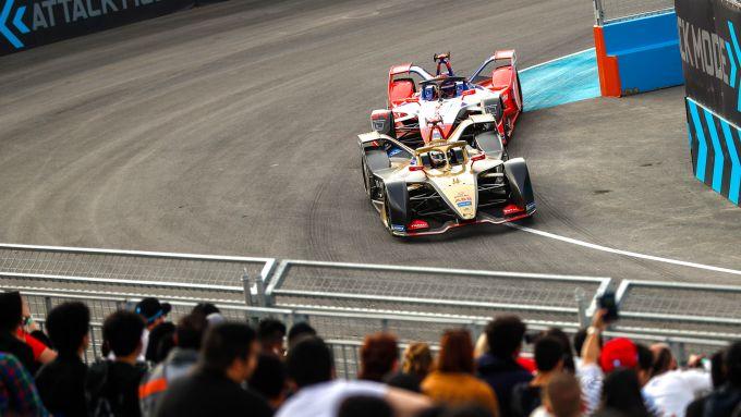 Formula E, ePrix Ad Diriyah 2019: Antonio Felix Da Costa (Ds Techeetah) in lotta con Pascal Wehrlein (Mahindra)