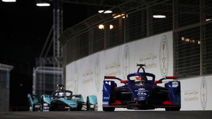 Formula E ePrix Ad Diriyah 2021: bagarre tra il poleman Robin Frijns (Virgin) e Sam Bird (Jaguar)