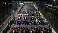 Formula E ePrix Ad Diriyah 2021: foto di gruppo con tutte le monoposto e i piloti in pista