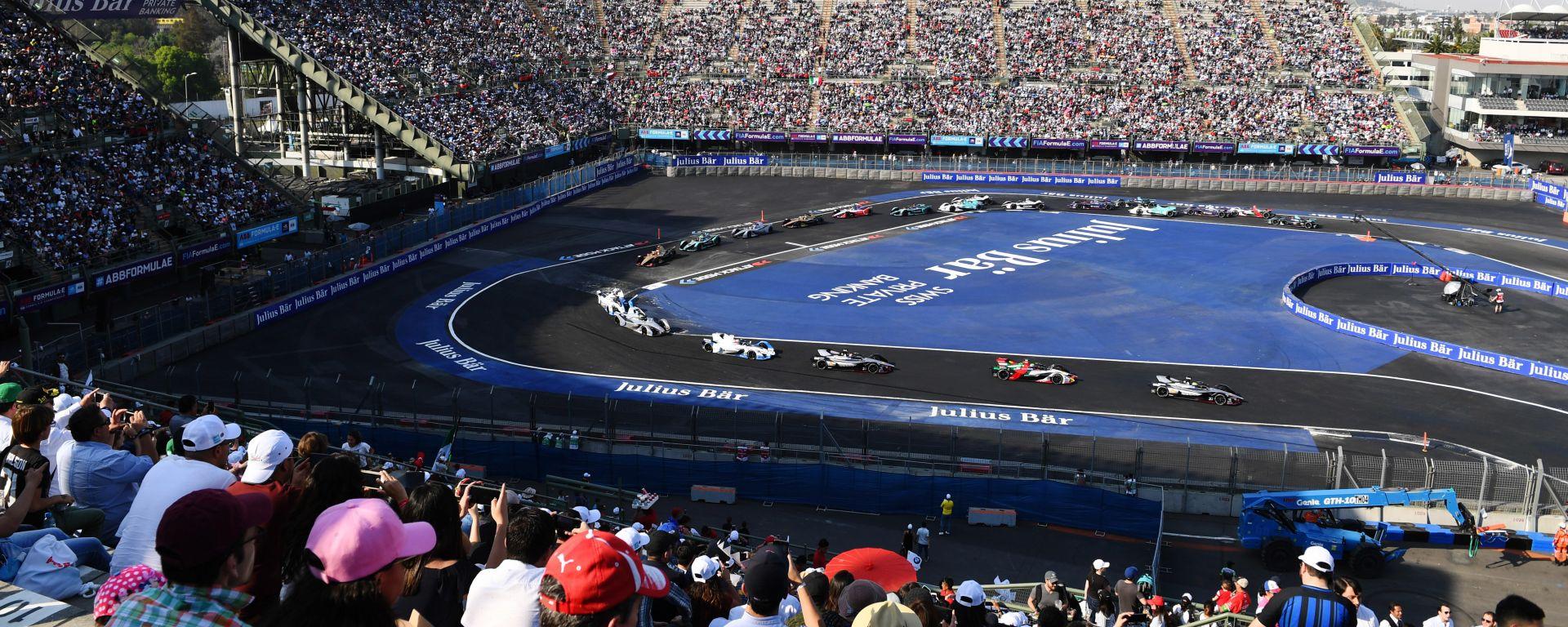 Formula E, ePrix di Città del Messico 2019: le auto nella zona dello stadio
