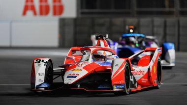 Formula E ePrix Londra 2021, ExCeL: Alex Lynn (Mahindra) con Jake Dennis (Bmw) alle spalle
