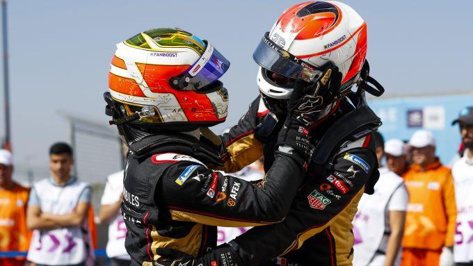 Formula E ePrix Marrakech 2020: l'abbraccio dopo il traguardo tra Da Costa e Vergne (DS Techeetah)
