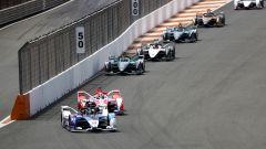 Formula E ePrix Valencia 2021: Jake Dennis (Bmw i Andretti Motorsport) davanti ad Alex Lynn