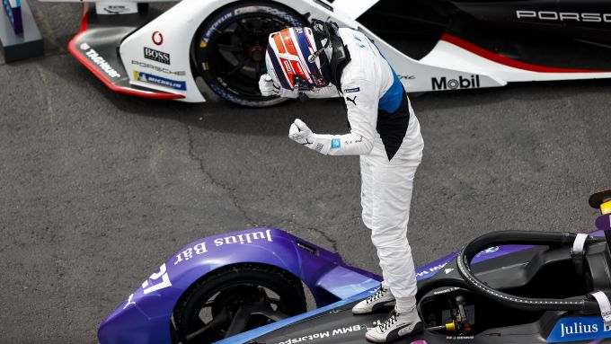 Formula E ePrix Valencia 2021: Jake Dennis (Bmw i Andretti Motorsport) esulta per la vittoria