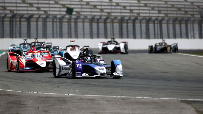 Formula E ePrix Valencia 2021: Jake Dennis (Bmw i Andretti Motorsport) in testa al gruppo