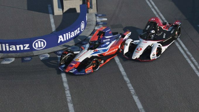 Formula E, Race at Home Challenge 2020: Lucas Muller (Mahindra) sorpassa un rivale
