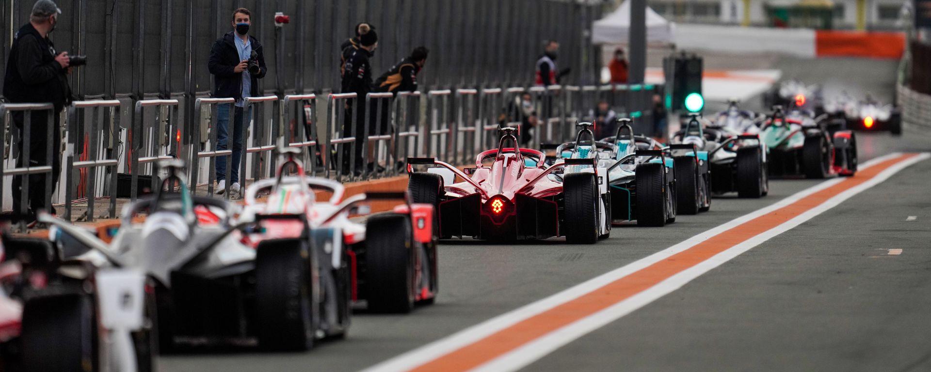 Formula E, Test Valencia 2021: le auto in pit-lane al via della prima sessione
