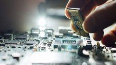 Forniture chip, tutti i marchi auto che sospendono la produzione