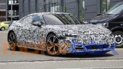 Foto spia di Audi e-tron GT: visuale di 3/4 anteriore