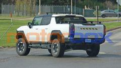 Foto spia di GMC Hummer EV, il pickup elettrico da 1000 CV