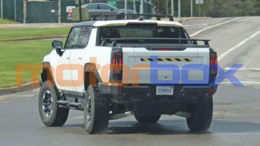 Foto spia di GMC Hummer EV: visuale posteriore