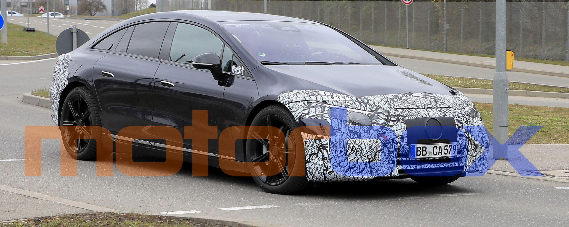 Foto spia di Mercedes EQS: visuale di 3/4 anteriore