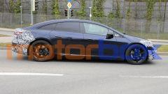Foto spia di Mercedes EQS: visuale laterale