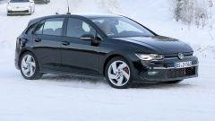 Foto spia: la nuova Volkswagen Golf GTI 2020 sorpresa al Circolo Polare Artico