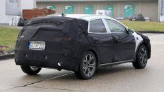Foto spia nuova Kia Xceed 2019: vista 3/4 posteriore dell'auto camuffata