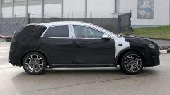 Foto spia nuova Kia Xceed 2019: vista laterale dell'auto camuffata