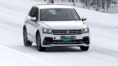 Foto spia Volkswagen Tiguan, il frontale: il facelift arriva nel 2020
