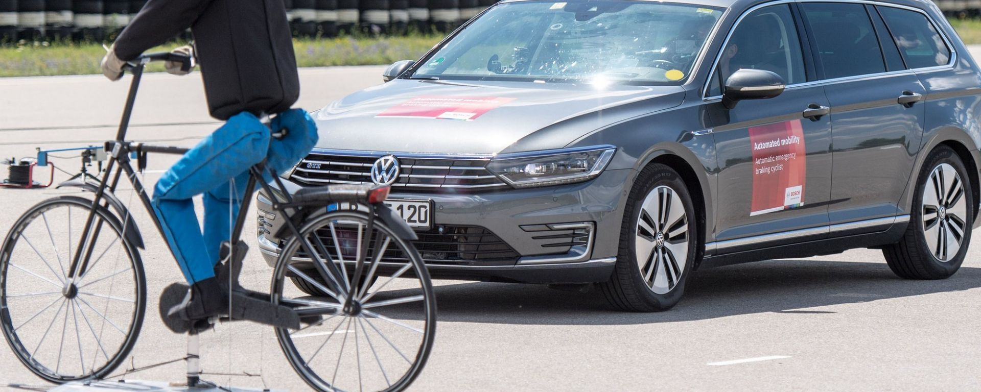 Frenata automatica di emergenza, il verdetto: con bici e scooter non è infallibile