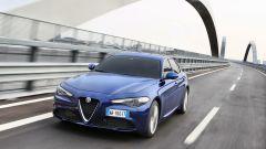 Frontale aggressivo ed elegante per la nuova Alfa Romeo Giulia, cui si rifà anche la piccola MiTo