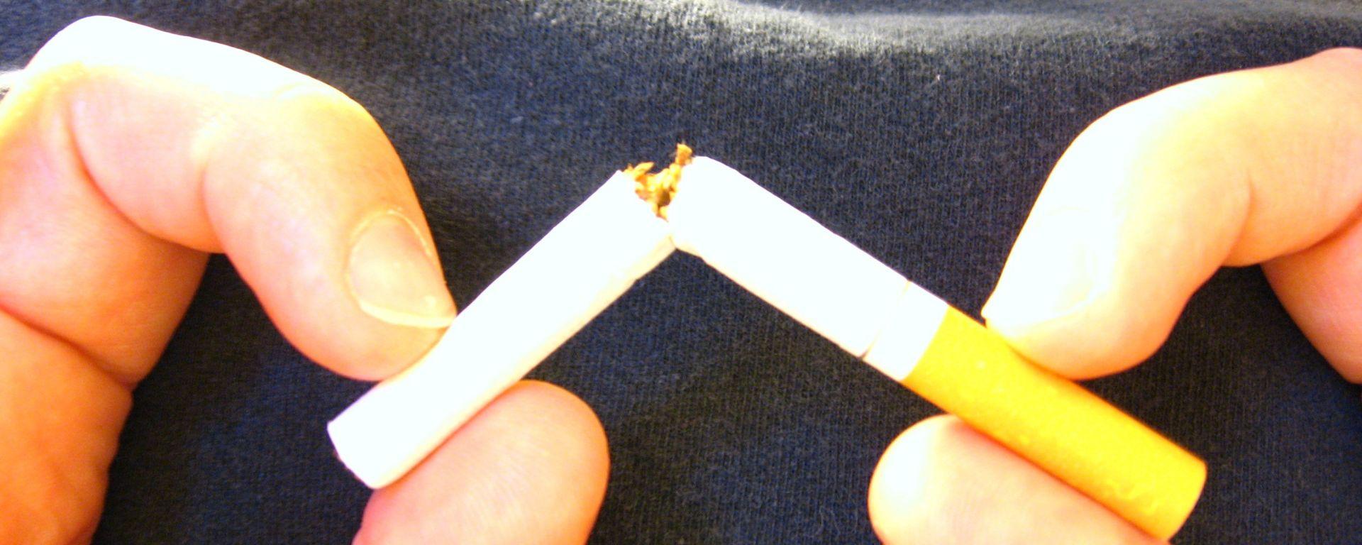 Fumo in auto: stop se a bordo c'è un minore