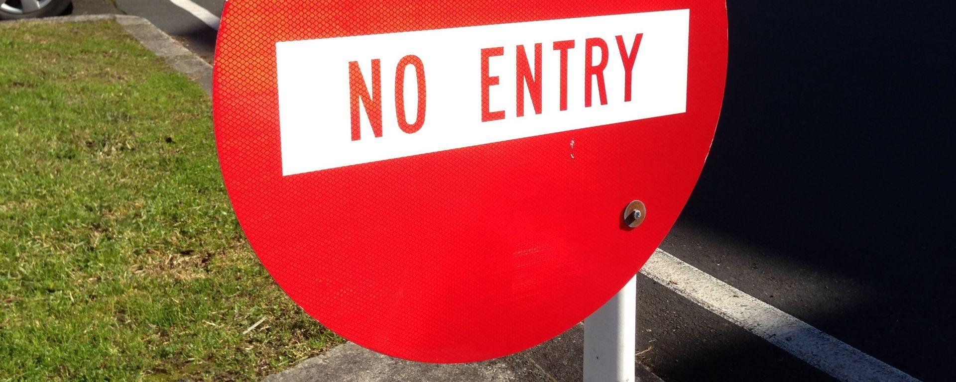 """""""Io non posso entrare"""": garage vieta ingresso a elettriche e ibride"""