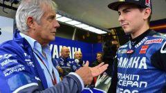 Giacomo Agostini con Jorge Lorenzo (Yamaha)