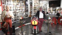 Giacomo Agostini nella sua casa museo di Bergamo