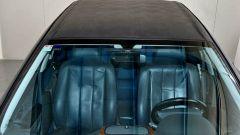 Gianni Agnelli fece fare la Lancia Kappa Limousine su misura, con tetto in vinile e rivestimenti blu firmati Zegna