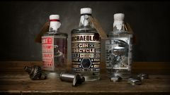Il gin con dentro veri pezzi di Harley Davidson