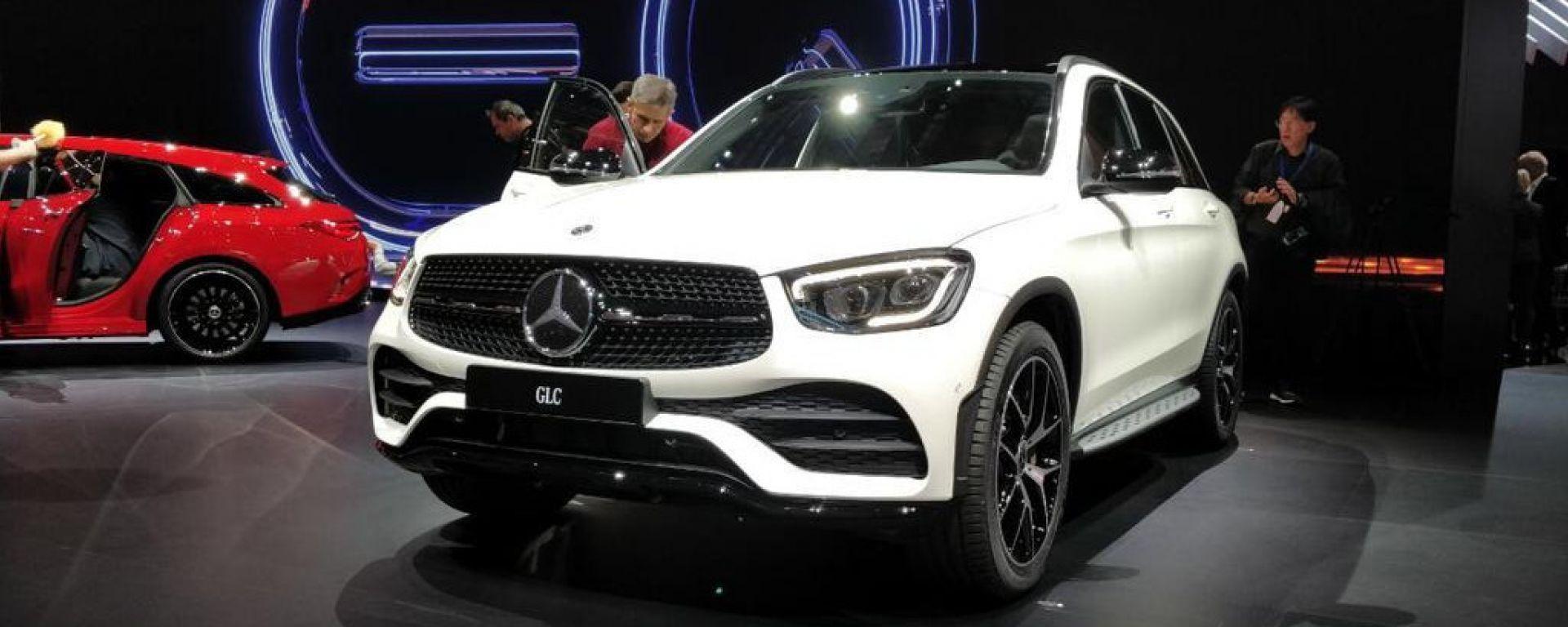 Mercedes GLC restyling, a Ginevra 2019 sale a bordo l'MBUX