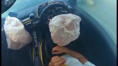 Gli airbag della Ferrari 812 Superfast dopo l'impatto