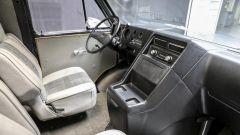 Gli interni del furgone