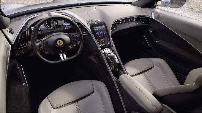 Gli interni della Ferrari Roma